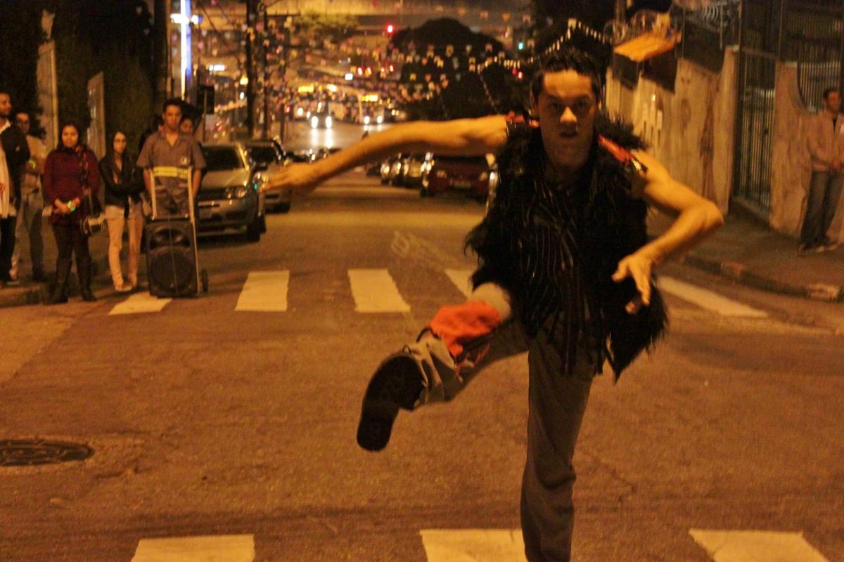 Dentro e fora do teatro: alun@s de Licenciatura em Dança e Teatro da UESB no SESC Jequié (BA) + itinerância da Cia. Sansacroma (SP)