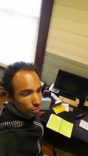 André Bern na sala reservada às residências de pesquisa