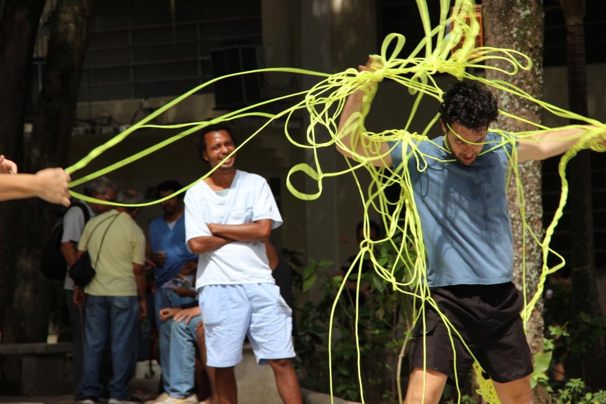 """""""Mandalando"""": espetáculo de dança reúne pacientes psiquiátricos e artistas profissionais em cena"""
